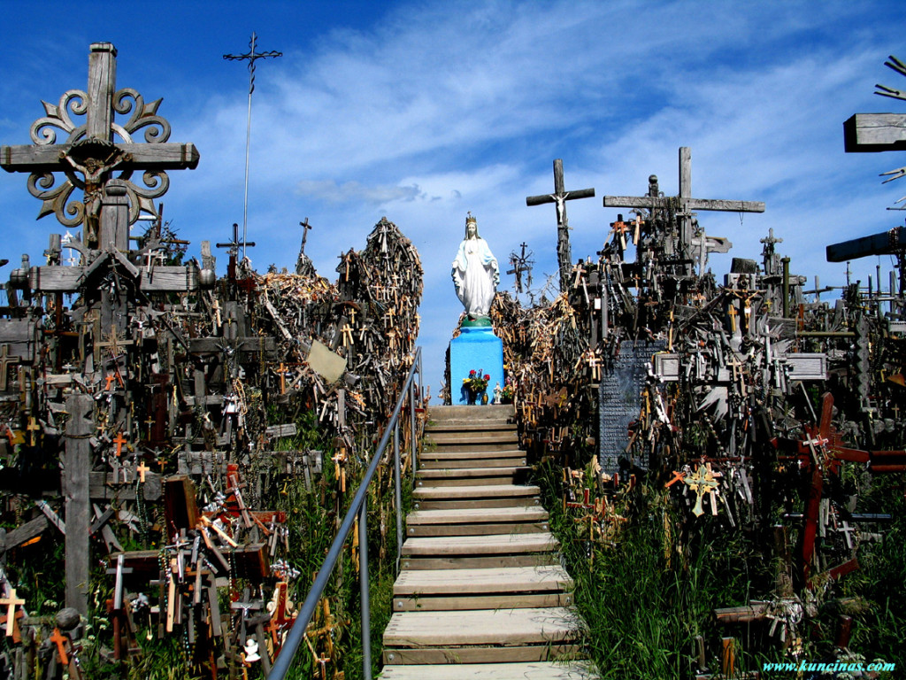 Гора крестов в Латвии. Самые страшные места планеты.