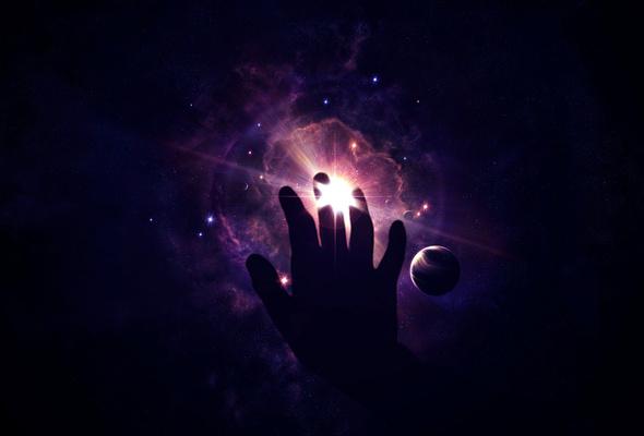 Рука тянется в космическое пространство